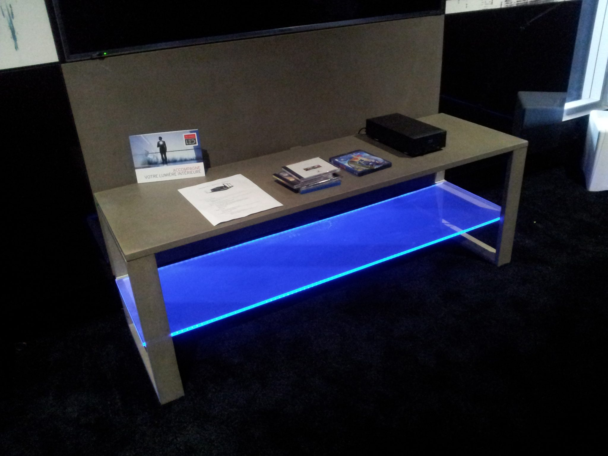 Agencement bureau led bleu